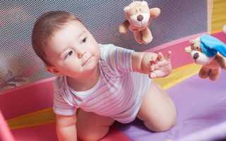 До какого возраста ребёнку нужен манеж